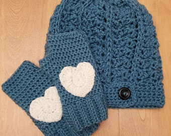 Hat and fingerless mittens