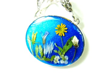 Blue Garden, Pressed Flower Pendant, Real Natural  Flowers in resin  (1513)