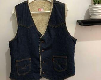 Vintage shearling Levis vest