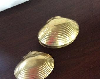 Brass Shell trinket boxes, a pair. Hollywood Regency glam decor Vintage schells