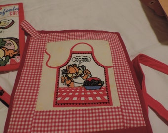 Garfield Apron with 3 Pot Holders