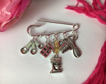 Baker's brooch ~ Perfect for the chef, cook, baker or foodie in your life ~ Quirky kilt pin ~ Silver plated ~ Unusual gift ~ Unique x