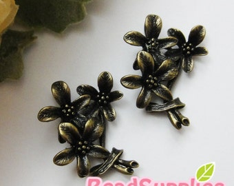 CH-ME-03294 - Nickel Free, Antique Brass, 3 daisy bouquet, 4 pcs