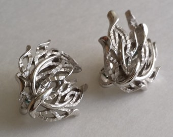 Wonderful Vintage Crown TRIFARI Silver Tone Clip On Earrings
