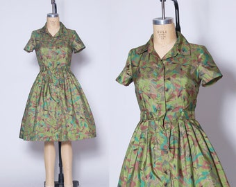 Vintage 60s green floral fit & flare dress / printed taffeta day dress / short sleeve pleated dress