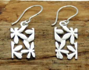 Sterling Silver Cut Out Flower Earrings (NA30)