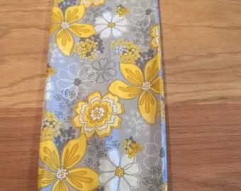 Pretty Yellow flower plastic grocery bag holder