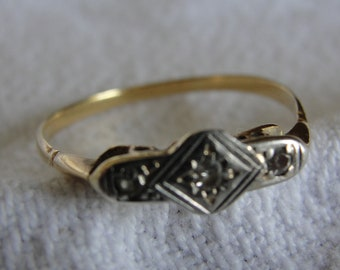 Antique 18k yellow gold and diamond ring size 9  1/2