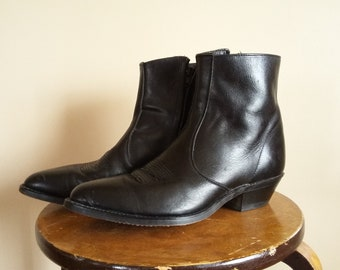 Vintage 1980s Black Leather Ankle Cowboy Boots with Side Zip. Men's US Size 8.5 EE. Laredo Made in USA. Pointy toe with Heel. Nice Condition