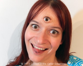 Super Realistic Third Eye prosthetic with glossy eye insert (in various colours) and eyelash for cosplay (Garnet, Night Vale, etc)