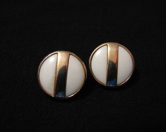 """Vintage Avon 1977 """"Summerset"""" Round Gold Tone and White Lucite Pierced Earrings"""