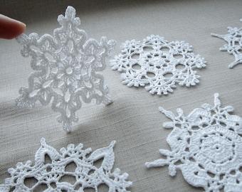 Snowflakes, White Christmas home decors, Xmas ornaments, Wedding decors, appliques, Crochet snowflakes
