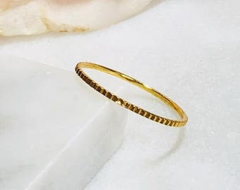 14k gold filled silver stacking ring with diamond cut pattern