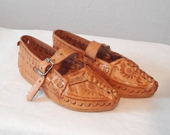 Beautiful Kierpce Traditional Polish folk costume shoes for kids. 100% natural leather ! Different sizes ! 10-22 cm ! Richly Decorated !