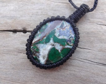 Black green Malachite pendant necklace / Heart Chakra Necklaces gem jewelry green gift idea for wife macrame with Malachite geode