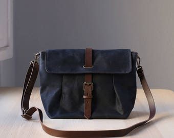 Waxed Canvas Crossbody Bag, Messenger Bag, Travel Bag, Bag for Women, Leather, GRETA navy