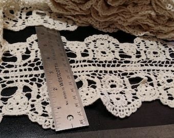STUNNING Vintage 6 inch cotton /Double sided Scallop / floral Lace