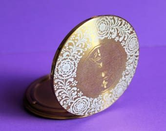 Attractive Vintage Brass Powder Compact with Sifter