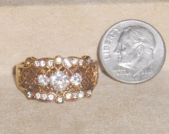 Signed Avon Vintage 1980's  Clear Rhinestone Filigree Ring Size 8 Jewelry 11295
