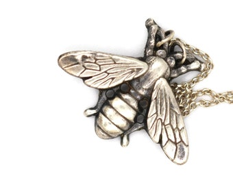 Bee Necklace, Silver Bee Necklace, Sterling Silver Necklace, Nature Jewellery, Nature Necklace, Insect Jewelry, Bee Charm, Insect Necklace