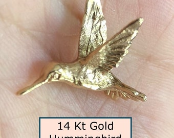 Lovely 20th Century 14 Kt Yellow Gold Hummingbird in Flight Charm or Pendant