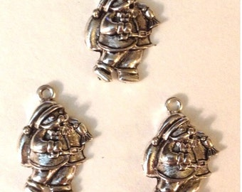 6 Santa Holiday Christmas Charms - Antique Silver - SC128#MR