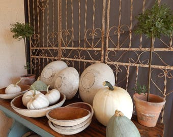 PAINTED WOODEN BOWLS/ 10 inch White/ FarmhouseStyle Wood Bowls/ Distressed Wooden Bowls/ Vintage Style Wooden Bowsl/ Primitive Wooden Bowls