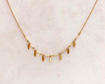 Dainty Gold Petals Minimalist Necklace / Minimalist Boho Everyday Layering Necklace / Bohemian Summer Layered Charm Necklace