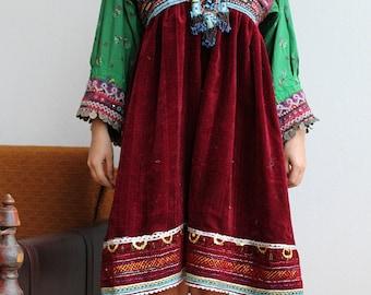 Kuchi tribal gypsy Dress Vintage antique / Afghani Embroidered Folk Dress / bohemian gypsy Goddess