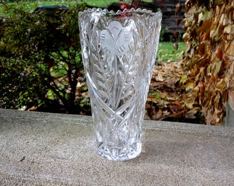Lead Crystal Vase With Sawtooth Rim And Flowers // 8 Inch Flower Vase // Cut Glass