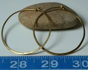 Handmade hammered solid brass large infinite circular hoop 45mm, one pair (item ID LEB5-3G18)