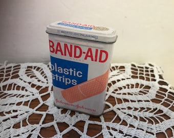 Vintage BAND-AID plastic strips empty metal / tin box. Code 5614. #942
