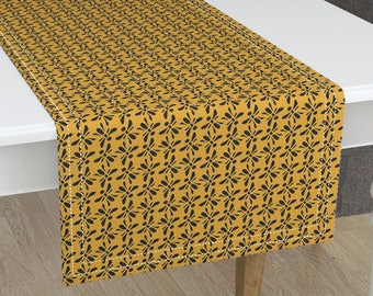 Bees Knees Table Runner