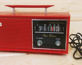 Cherry Red Seiko Personal Solid State Super Deluxe Radio