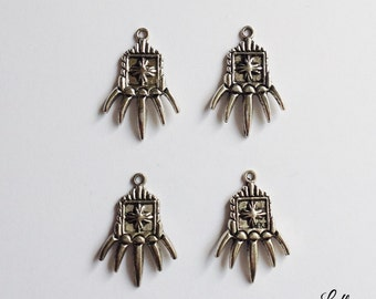 5 tiger claw hand charms combat - SCH122