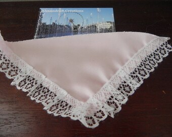 light pink shawl for 10/13 cm dolls measuring 10 x 10 cm x 15 cm