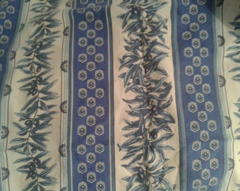 Lovely vintage French provincial blue and white tablecloth top quality cotton
