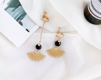 black pearl/ minimalist /classic /arc earring/ valentine's gift