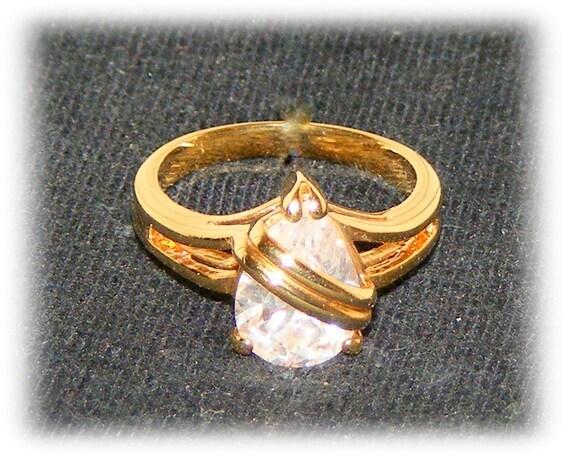 PEAR SHAPED Faux Diamond Ring (Sz 7)    (Ladies Ring)