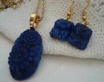 Vintage Royal Blue Carved Lapis Lazuli Glass Gold Pendant Necklace Matching Earrings Demi Parure