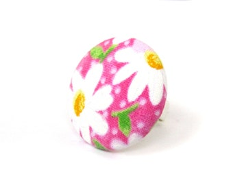 Pink daisy ring - statement jewelry - gift ideas - spring ring - large fabric ring - big button ring - white green flower bright cute