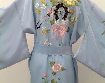 Lovely vintage kimono embroidered 1950s Japanese