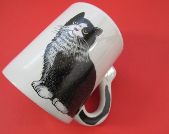 Vintage Black and White Cat Coffee Mug With Steeping Paw Print Lid Cat Tail Handle Cat Lover Gift Idea Lidded Coffee Tea Cat Mug