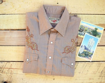 70s/80s Men's L-XL Authentic Western Youngbloods Vintage Embroidered Gold Lurex Cactus Western Pearl Snap Shirt Light Brown Cowboy