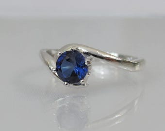 Blue Sapphire Ring, September Birthstone Gift, Gemstone Ring, 5mm Sapphire Gemstone, Sterling Silver, Crescent Ring, Blue Sapphire Solitaire