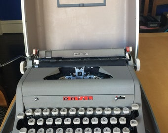 Vintage Royal Quiet De Luxe Typewriter - Amazing Condition - 1950's - Clean!