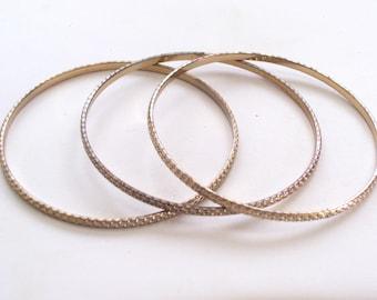 Vintage Brass Textured Bangle Bracelet Trio, Vintage Brass Bangle Set, Stamped Brass Bracelets, Thin Bangles, Brass Plated Bracelet Lot