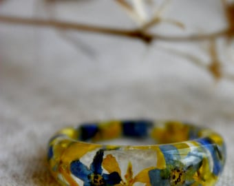 Forget-me-ring, forget-me-not and yellow flowers. Ring with forget-me-not. Ring epoxy resin.