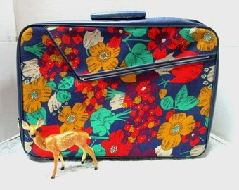 Vintage Softside Canvas Suitcase Rich Floral Tapestry, Hand Luggage, Carry On Overnighter, Like New w/ key, Front Zip Pocket w/ Slide In