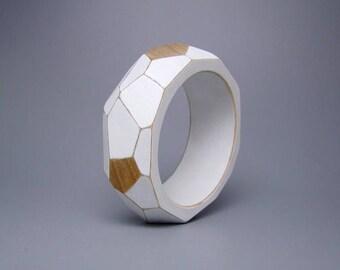 Wood faceted bangle, wooden geometric bangle, bracelet, white, natural, modern, unique